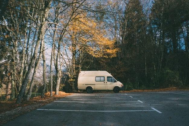 estacionar autocaravana - karavan.es
